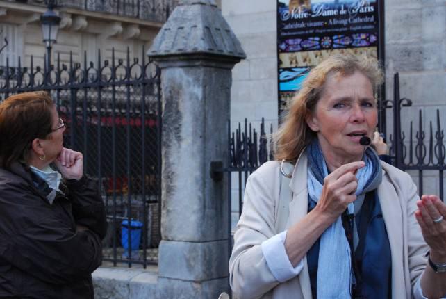 Paris City Guide, Dominique