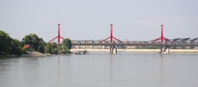 Approaching Budapest - Lagymanyosi Bridge