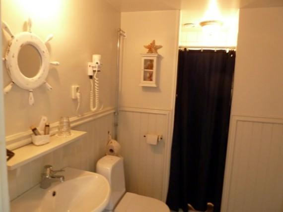 Guestroom Bathroom at Pensionat Styrsö Skäret