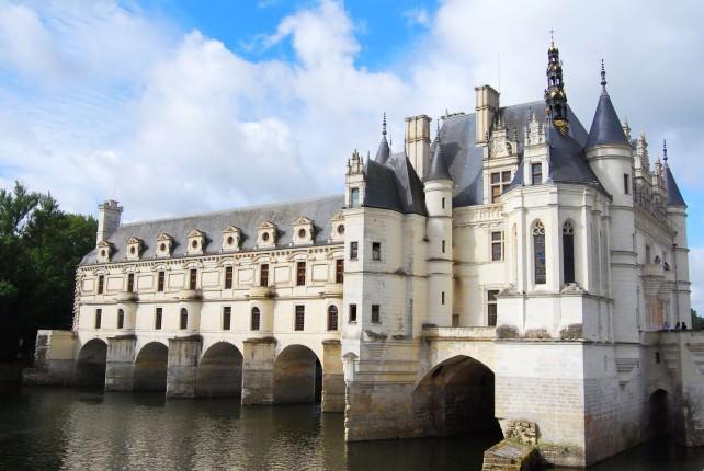 Chateau Chenonceau Spans River Cher