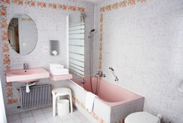 Hotel Gallia and Londres Guest Bathroom