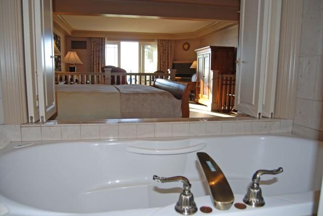 Hotel Bellwether Guestroom Bathroom