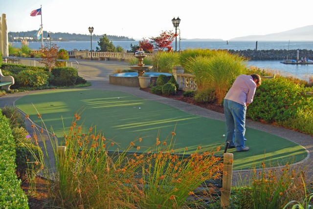 Hotel Bellwether Putting Green