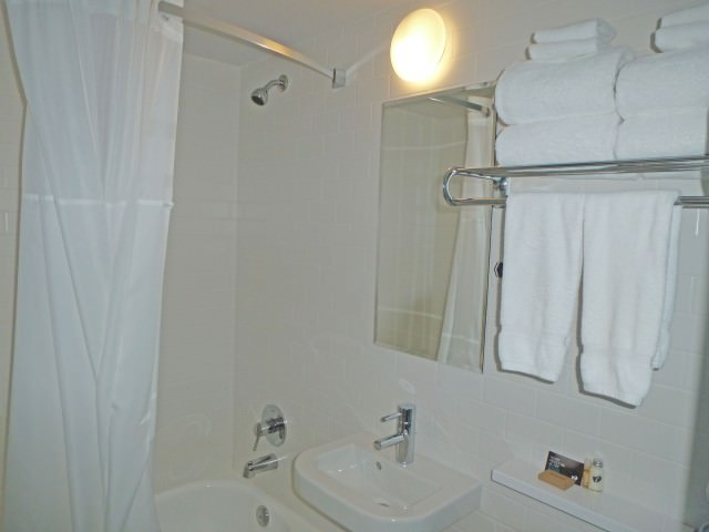 The Burrard Hotel - Bathroom