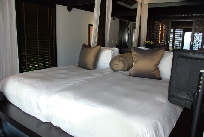 Villa with twin beds at The Nam Hai