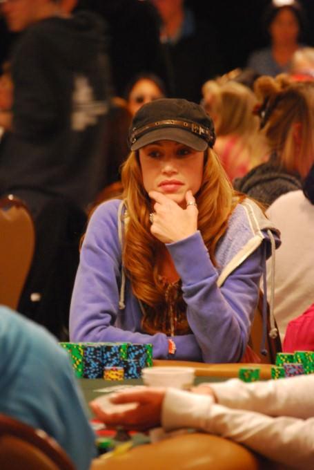 Women Play Poker