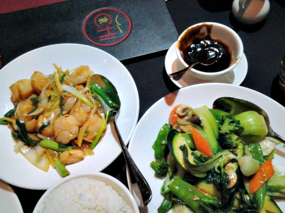 Garlic Ginger Scallops and Stir-Fry Vegetables at Chi