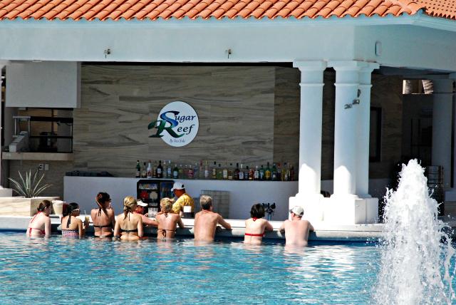Sugar Reef Swim-Up Bar at the Infinity Pool