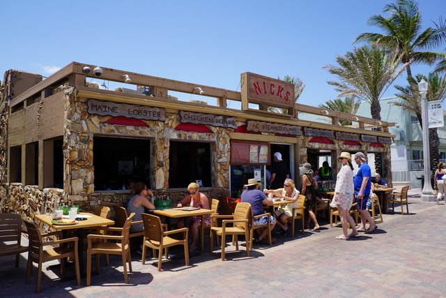 Nick's Bar & Grill at Hollywood Beach