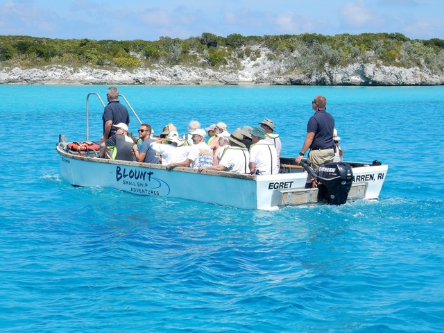Blount skiff takes passengers to shore