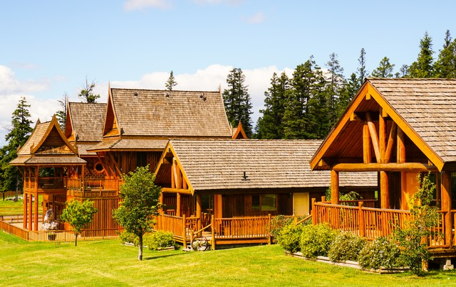 Echo Valley Ranch - Bahn Thai Lodge and Cabins