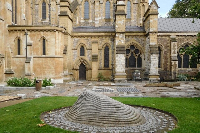 Millennium Courtyard of Southwark Cathedral