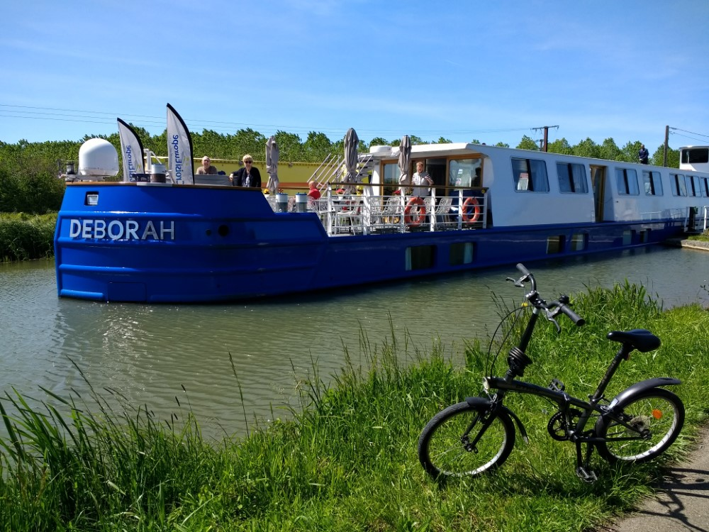 Biking the canal enroute to Nevers