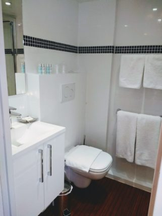 Deborah Cabin Bathroom